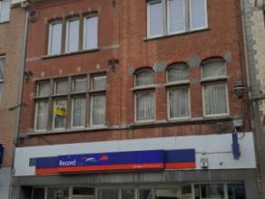 Dendermonde, Brusselsestraat 94 bus 2.Centraal gelegen ruim appartement met gezellig terras.Indeling:Ruime hal. Vooraan 2 ruime slaapkamers. Badkamer