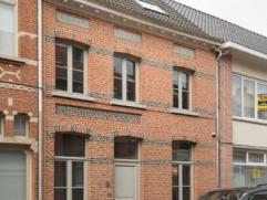 Deze instapklare woning biedt u heel wat troeven. De ruime woning met mooie voorgevel werd in 2010 volledig hernieuwd. Daarbij werd bijzonder veel aan