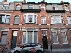 Te renoveren woning nabij Dendermonde centrum. Deze karaktervolle woning is voorzien van een ruime leefruimte, keuken met berging, apart toilet, terra