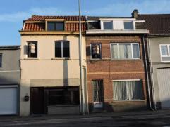 Twee te renoveren woningen met een oppervlakte van 220m² en een straatbreedte 12 m. Deze woningen hebben verwarming op aardgas en conforme elektr