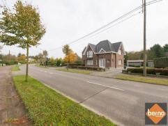 Deze statige en zeer goed onderhouden villa met afzonderlijk appartement is centraal en groen gelegen tussen Bornem en Sint-Amands.Indeling villa gvl.
