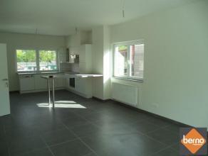 Schitterend duplexappartement met 2 ruime slaapkamers. Indeling: Ruime en lichtrijke woonkamer met open keuken voorzien van alle toestellen en comfort