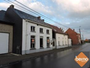 Te renoveren woning in het landelijke Oudegem. Deze woning heeft met zijn ligging in rustige straat en toch overal dichtbij een grote troef in huis vo