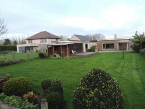 Gelegen in het landelijke Oudegem vindt u deze instapklare bungalow op een perceel van 983 m. Deze zuid georinteerde bungalow met ruim terras en tuin