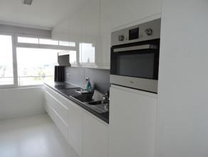 Prachtig en ruim appartement gelegen op wandelafstand van Dendermonde centrum. Dit appartement is voorzien van een ruime inkomhal, grote lichtrijke wo