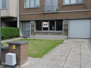 Dichtbij het centrum van Dendermonde, openbaar vervoer en andere invalswegen ligt dit gelijkvloers appartement met 2 slaapkamers. Verder omvat dit app