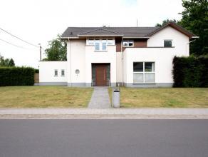 Rustig gelegen villa vlakbij het centrum van Bornem. Vlotte toegang tot verbindingswegen N16, A12. Veel lichtinval, grote ruimtes en hoge afwerkingsgr