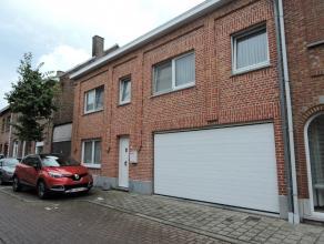 Rustig gelegen instapklare woning op wandelafstand van het centrum van Opwijk. De woning heeft op het gelijkvloers een inkomhal die toegang geeft op e