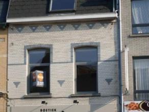Prachtig comfortabel, instapklaarduplex appartement in het centrum van Dendermonde. Indeling: Woonkamer, ingerichte open keuken, 2 toiletten, berging,