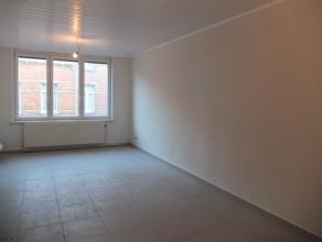 Vernieuwd appartement met 1 slaapkamer, gelegen in een Art Deco gebouw, rustige omgeving niet ver van tram, school en winkels. Op het einde van de str