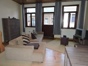 Midden in het hartje van Dendermonde op het tweede verdiep bevindt zich een gezellig duplex appartement met leefruimte met open keuken, badkamer en to