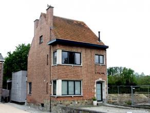 Te Dendermonde vindt u deze mooie instapklare eigendom. Deze woning werd kwalitatief en lichtrijk gerenoveerd. Centraal gelegen, op wandelafstand van