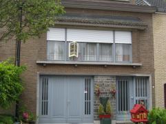 Gunstige ligging in een toffe straat nabij het centrum van Mariekerke ( Bornem). Indeling: beneden hebben we de garage en verder is er een ruime inkom