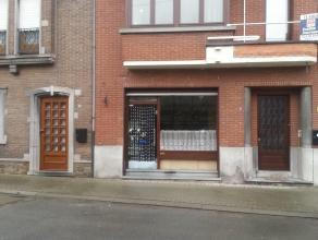 te Opwijk: - Instapklare ruime woning met tuin - rustig gelegen, dichtbij het centrum van Opwijk en aan de grote verbindingswegen naar Brussel. - 2 ru