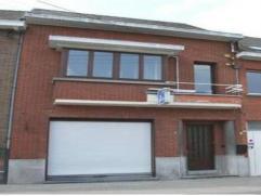 Handelsruimte met woning in centrum van Opwijk, rustig gelegen en aan de grote verbindingswegen naar Brussel. De woning omvat 2 slaapkamers, een badka