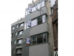 Nieuwbouwappartement op 4de verdieping in centrum Wetteren. Dit appartement bevat een ruime woonkamer (met terras) met open modern uitgeruste keuken,