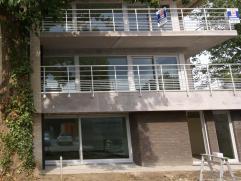 Dit schitterend appartement in het hart van Wetteren is een pareltje voor wie van luxe, rust en ademruimte houdt. Het beschikt over een inkomhal, een