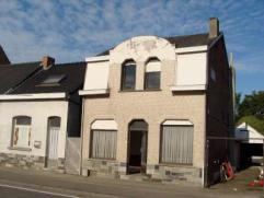 Te Dendermonde : Alleenstaande halfopen bebouwing met oprit, garage en tuin, kelder en zolder. Op het gelijkvloers : Livingruimte, leefruimte, keuken,