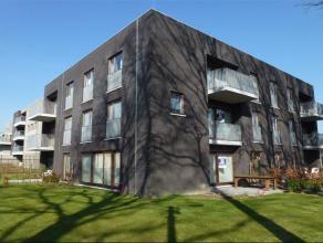 Dit schitterend duplex-nieuwbouwappartement is een pareltje voor wie van rust, ademruimte en luxe houdt! Op het gelijkvloers bevindt er zich een moder