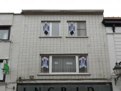 Dit knusse appartement in het centrum van Wetteren is een pareltje voor wie van ruimte en comfort houdt. Op de eerste verdieping treffen we een grote,