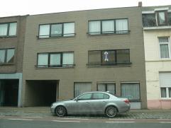 Dit gezellig appartement in het centrum van Wetteren beschikt over een inkomhal, een lichtrijke woonkamer met open ingerichte keuken, een badkamer met