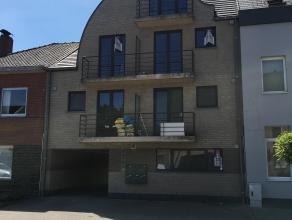 Mooi appartement met gezellige leefruimte met aansluitend een balkon. De hal brengt U tot de ruime berging, de met ligbad uitgeruste badkamer. Verder