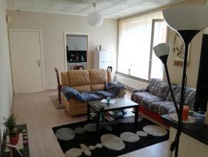 Dit gezellig appartement nabij het centrum van Wetteren beschikt over een inkomhal, een lichtrijke woonkamer, een praktisch ingerichte keuken, een com