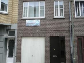 Volledig gerenoveerde RW met garage en tuin,terras.Gvl, inkomhal, garage, open leefruimte met open keuken, wasplaats1°vd : nachthal, 2 grote slaap