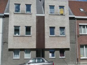 Instap klare duplex , omvattende, trappenhal, lift, garagebox op terrein, inkomgang, salon met terras, badkamer met wastafel, toilet en ligbad, keuken
