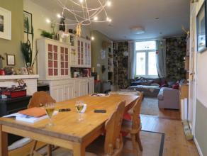 Sfeervol duplex appartement (110 m²) gelegen op de 2e en 3e verdieping op Ât Zuid in Antwerpen. 2e verdieping: ruime woonkamer op planch&ea