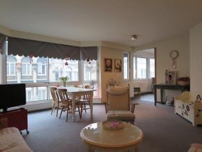 Verzorgd en zeer licht appartement (80m²) gelegen op de 3Â verdieping op het Zuid. Inkomhal met apart toilet. Woonkamer met grote ramen. Vo