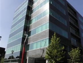 Kantoorunits verhuurbaar op korte termijn gelegen in een prachtig kantoorgebouw in Berchem. Het gebouw is vlot te bereiken via de Singel en de Ring va
