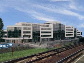 Kantoorgebouw ten zuiden van Antwerpen en vlot te bereiken voor alle verkeer. Mogelijkheid om verschillende oppervlaktes te huren. Oppervlaktes: 0A: 3