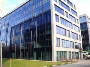 Kantoren gelegen aan de Singel vlakbij het station van Berchem. De Singel vormt samen met de Ring R1 de belangrijkste gordel rond Antwerpen. Glvl: VER