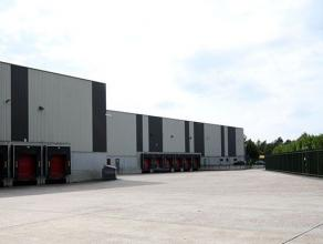 Dit logistiek magazijn is uitgerust met airconditioning over de volledige oppervlakte. Momenteel wordt het gebruikt voor farmaceutische doeleinden. He