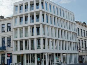Nieuwbouwappartementen op de hoek van de Montigny- en Cuylitsstraat. Het gebouw bestaat uit een handelsruimte, een achtergelegen kantoor, 4 autostaanp