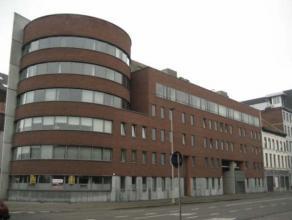 Appartement (104 m²) gelegen op de 2e verdieping recht over het nieuwe Park Spoor Noord. Woonkamer met open keuken met elektrisch kookvuur en dam
