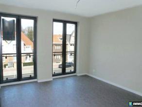 """Recent appartement (ca 96m²) gelegen op de 2e v van """"Residentie Claes"""" nabij het centrum van Mortsel. Woonkamer op parket met aansluitend open ke"""