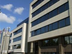 Kantoorgebouw bestaande uit 5 verdiepingen.  De kantoren zijn gemakkelijk te bereiken via de ring rond Antwerpen.  Het is mogelijk om reclame te maken