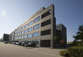 Prachtige kantoren gelegen in de buurt van het station van Berchem. De kantoren zijn vlot te bereiken via de ring rond Antwerpen. Het geheel beschikt