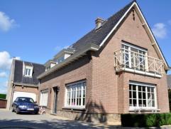 Beschrijving Open bebouwing Villa gelegen te Oudegem op 1149m², deze woning is gelegen op tien min van Aalst en Dendermond