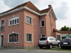 Beschrijving Halfopen bebouwing Deels gerenoveerde ruim half open bebouwing te Lebbeke De woning staat op een perceel van 283 m² en heeft