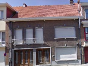Beschrijving Gesloten bebouwing Statige herenwoning, gelegen in het prachtige centrum van Dendermonde, nabij openbaar vervoer, scholen, winkelstraten,