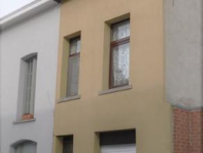 Beschrijving Gesloten bebouwing Deze woning situeert zich in een rustige straat op minder dan 100 meter van het bruisende centrum. De woning is al vol