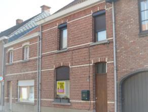 Beschrijving Gesloten bebouwing Charmante woning in een rustige straat te Hamme. Deze gezinswoning biedt ook een grote tuin(220 m²) die mooi onde