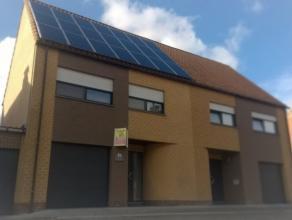 Beschrijving Gesloten bebouwing Deze HOB heeft meerdere pluspunten en bevindt zich in Top-conditie ! Het beschikt over zonnepanelen en een waterput. D