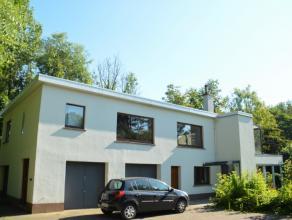 Beschrijving Open bebouwing Ruim appartement aan de rand van Dendermonde in een alleenstaande woning. Het appartement is gelegen in een zeer rustige s