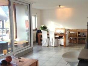 Recent appartement, centrum Aalst met garage. Het is gelegen op de tweede verdieping en omvat een ruime woonkamer met open keuken, berging, badkamer m