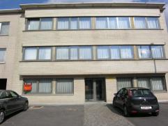 Appartement in klein gebouw op het tweede verdiep, grens Aalst (nabij Delhaise)met terras en indiv. garagebox, 2 slpks.Indiv. tellers, geen algemene k
