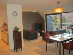 Leo De Bethunelaan, ruim 2 slpk-appartement met terras uitgevend op de St Jobstraat, grote living met open ing. keuken (+ vaatwasser), badkamer met li